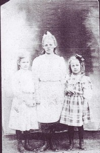 Margaret and her sisters. l-r Margaret, Susie, Ada