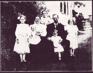 l-r: Margaret , Nettie holding Welling, Sue, George with Edward, and Ada.  c.1909 Roslyn Height, NY.